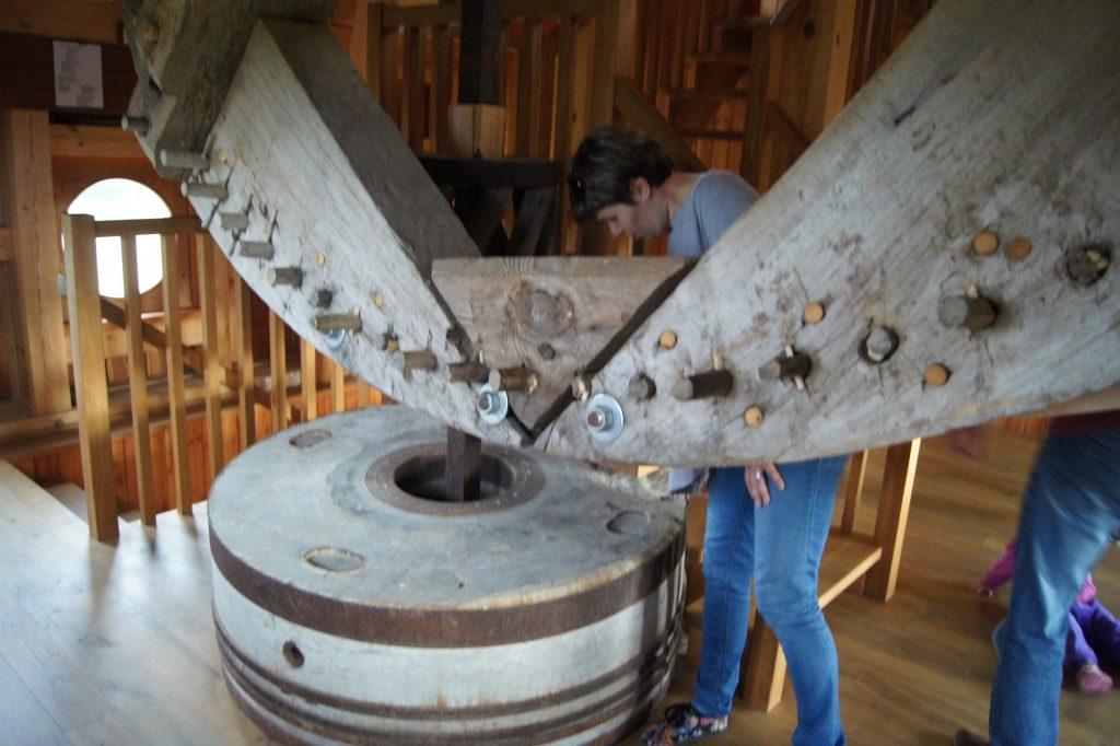 Oryginalne elementy maszynerii wiatraka w Ręboszewie. Fot. Patrycja Momot/Magazyn Kaszuby