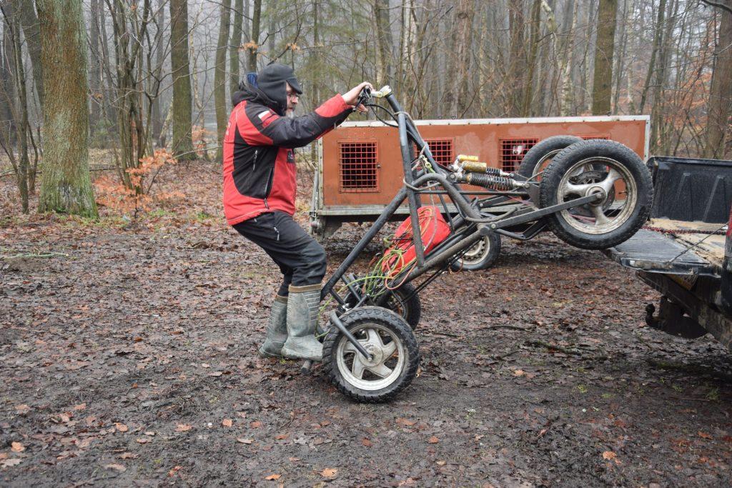 Wózek wazy sto kilo. Trzeba go transportować pick-up'em. Fot. Tomasz Słomczyński/Magazyn Kaszuby