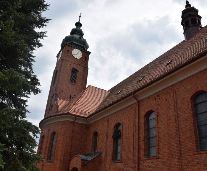Wygoda Łączyńska. Wielki kościół w małej wsi.