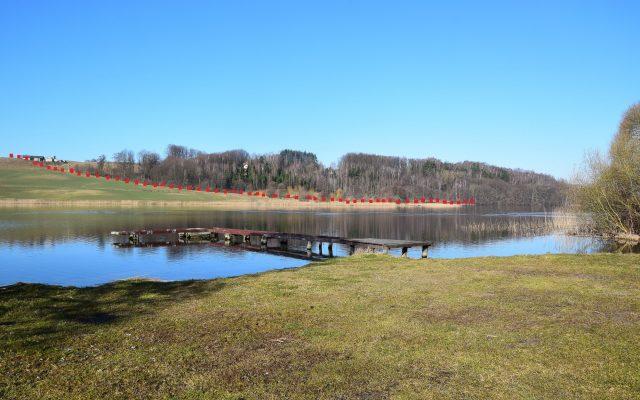 Trasa przejścia nad jez. Brodno Małe - widok z przeciwnej, wschodniej strony jeziora. Fot. Tomasz Słomczyński_Magazyn Kaszuby