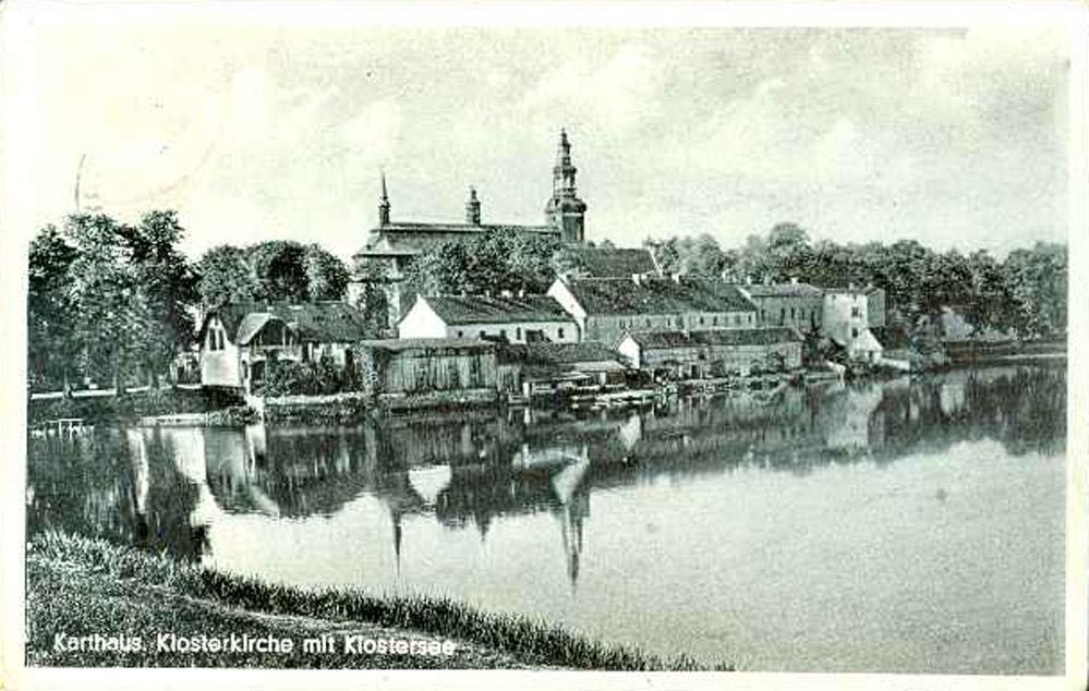 Kartuzy, nad brzegiem jez. Klasztornego Małego. Źródło: Fotopolska.eu