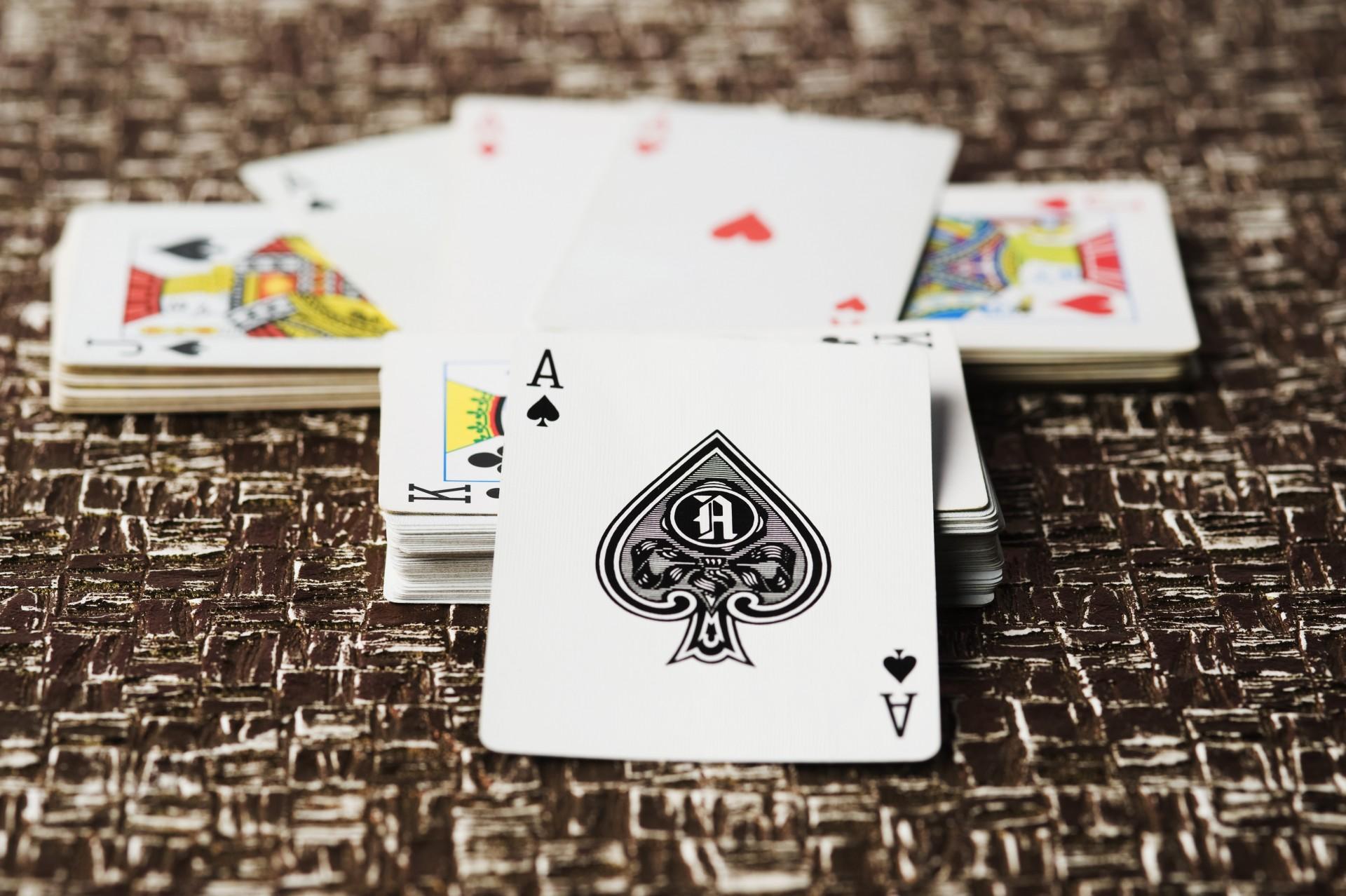 Świetny sposób na miłą podróż! Kilka rewelacyjnych gier w karty