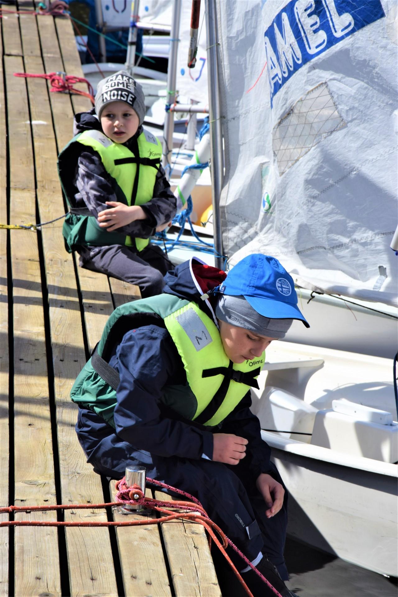 Żagle na Kaszubach. Dzieciaki na łódkach [FOTOREPORTAŻ]