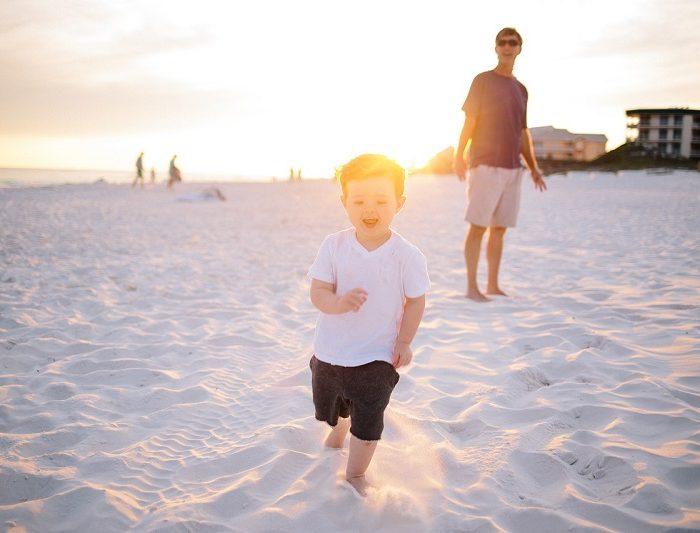 Tanie wakacje nad morzem z dzieckiem - czy to się opłaca?