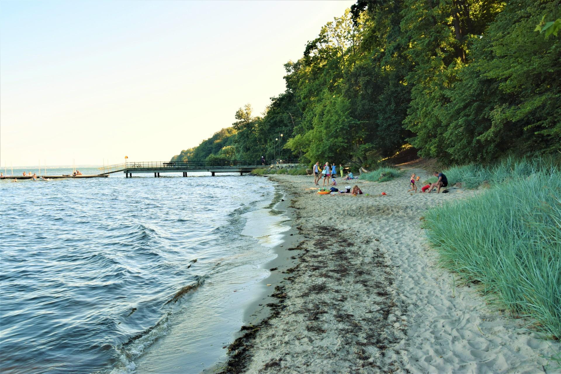 Cicha kameralna plaża w Osłoninie i Rzucewie. Plażing chodzony 1