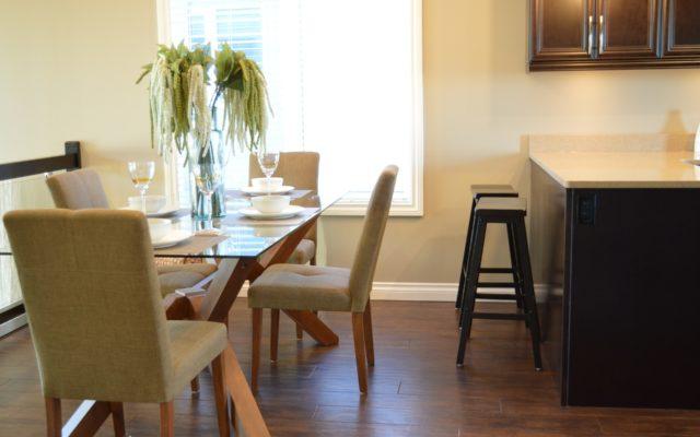 Krzesła do małej kuchni – co warto kupić?