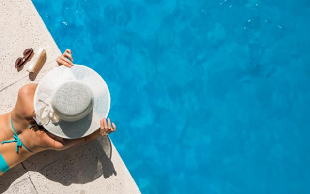 Co zabrać na weekend we dwoje w hotelu z basenem ?