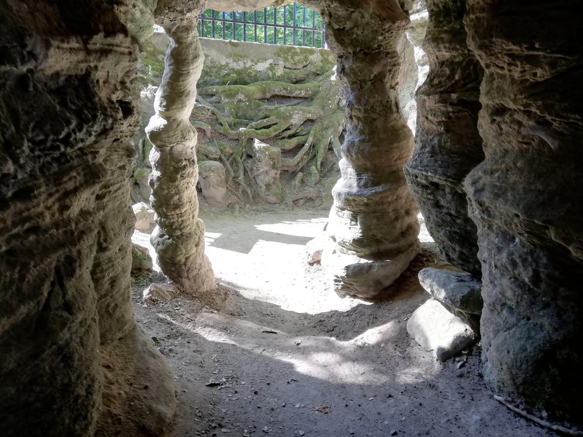 W jaskini i w puszczy. Słoma z buta 4