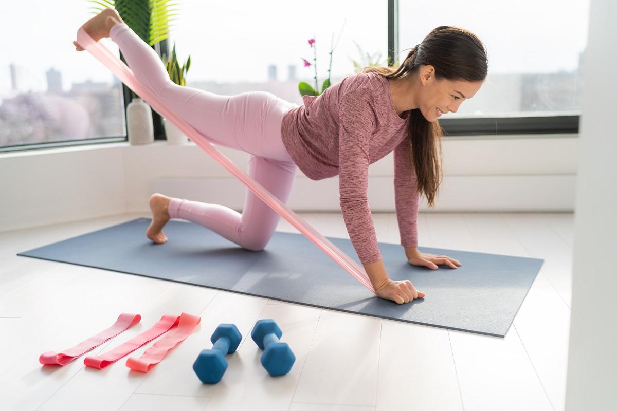 Jaki sprzęt do ćwiczeń w domu wybrać? Na czym i ile ćwiczyć w tygodniu? 1