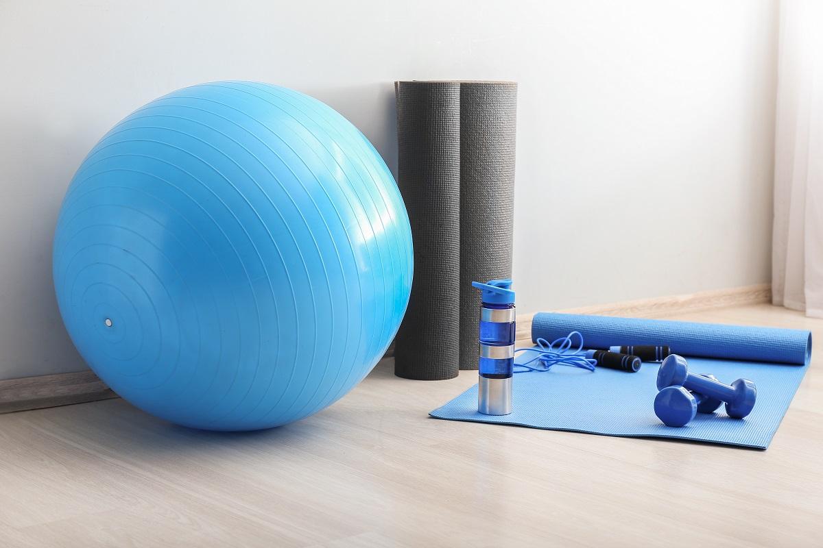 Jaki sprzęt do ćwiczeń w domu wybrać? Na czym i ile ćwiczyć w tygodniu?