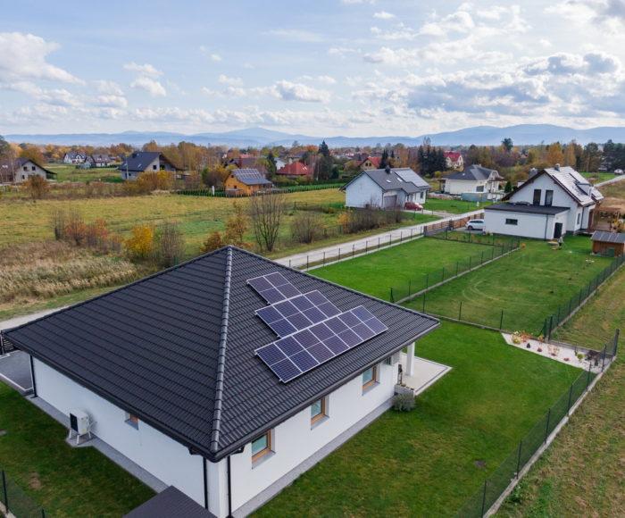 Montaż paneli solarnych – jak przebiega?